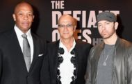 "A barba do Eminem rouba a cena no tapete vermelho de ""The Defiant Ones"""