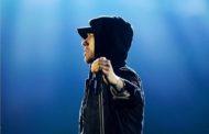 """Eminem faz apresentação emocionante de """"Walk On Water"""" e ganha """"Melhor Artista Hip Hop"""" no EMA's 2017"""