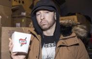 """Confira mais fotos novas do Eminem no """"Mom's Spaghetti"""""""